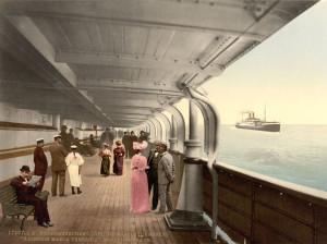 """Deckpromenade auf dem Reichspostdampfer """"Kaiserin Maria Theresia"""" des Norddeutschen Lloyd, © akg-images GmbH, Berlin"""